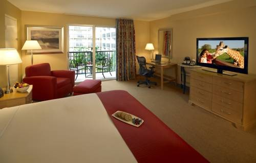 Doubletree Hilton Tampa Airport Westshore Airport bedroom suite