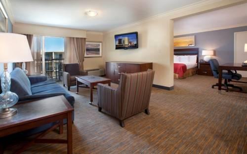 Doubletree Hilton Tampa Airport Westshore bedroom suite