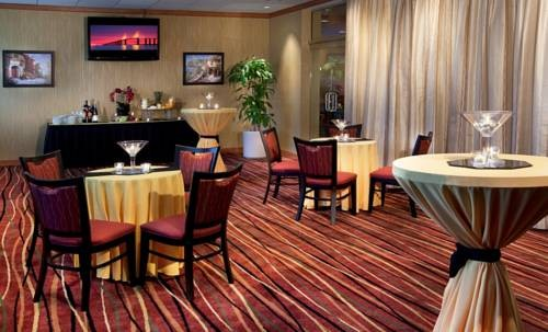 Doubletree Hilton Tampa Airport Westshore Airport cocktail lounge