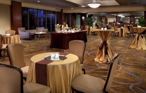 Doubletree Hilton Tampa Airport Westshore Airport dining 2