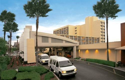 Doubletree Hilton Tampa Airport Westshore airport shuttle
