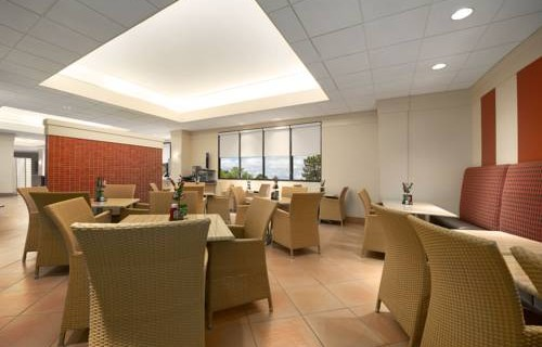 Embassy Suites Hotel Tampa Airport lounge
