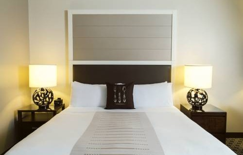 Epicurean Hotel Autograph Collection bedroom