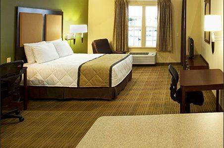 extended-stay-america-tampa-airport-westshore-bedroom-3