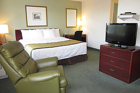 extended-stay-america-tampa-airport-westshore-bedroom-suite-2