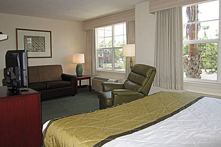 extended-stay-america-tampa-airport-westshore-bedroom-suite