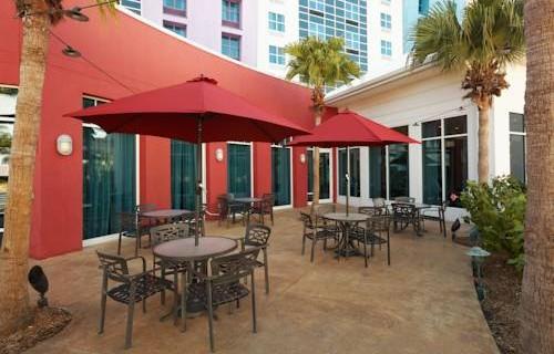 hilton-garden-inn-tampa-airport-patio
